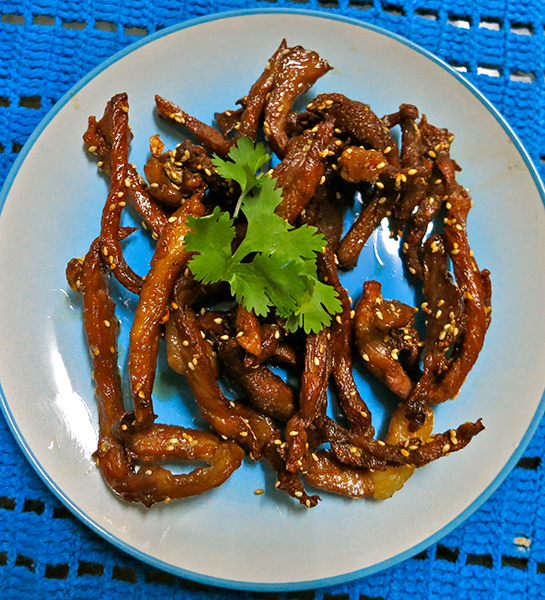 Muu Dad Deaw – Strips of pork shoulder marinated in dark soy sauce and fried.