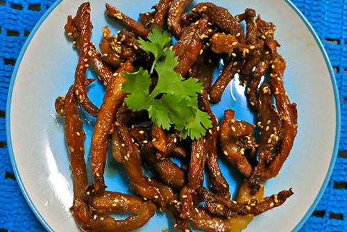 Muu Dad Deaw – Strips of pork marinated in dark soy sauce and fried.