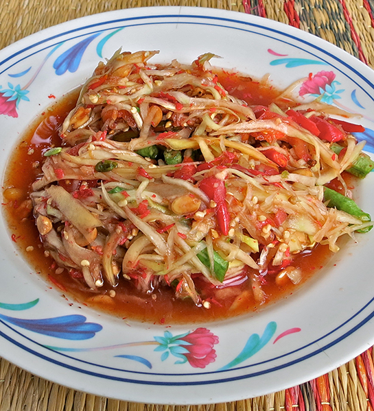 Som Tum Thai - Spicy green papaya salad